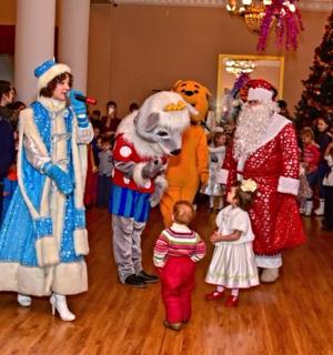 Новогодняя елка в Пушкино, заказать деда мороза и снегурочку Пушкино, дед мороз мытищи, дед мороз в детский сад
